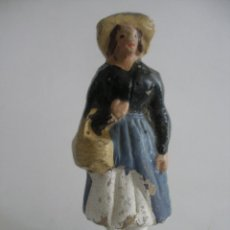 Figuras de Belén: ANTIGUA FIGURA SEÑORA CON CESTO EN TERRACOTA BARRO MURCIA. Lote 163465062