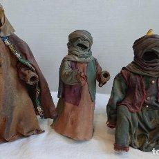 Figuras de Belén: REYES MAGOS HECHOS DE PIEL DE CAMELLO. Lote 165865302