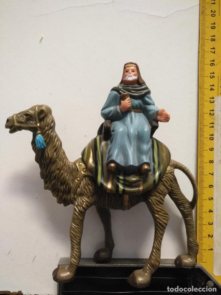 FIGURA PARA PORTAL DE BELEN GRAN CAMELLO Y REY MAGO SUELTO PLASTICO DURO (Coleccionismo - Figuras de Belén)