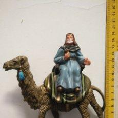 Figuras de Belén: FIGURA PARA PORTAL DE BELEN GRAN CAMELLO Y REY MAGO SUELTO PLASTICO DURO . Lote 166557402
