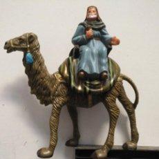 Figuras de Belén: FIGURA PARA PORTAL DE BELEN GRAN CAMELLO Y REY MAGO SUELTO PLASTICO DURO . Lote 166557434