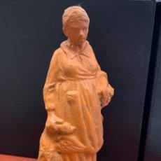 Figuras de Belén: MUJER CON PATO Y CESTA - FIGURA DE PESEBRE EN TERRACOTA, EDICION ESPECIAL XXIII TROBADA PESSEBRISTES. Lote 166602998