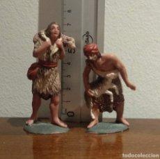 Figuras de Presépios: ANTIGUAS Y BONITAS FIGURAS DE BELÉN EN PLÁSTICO - PASTORES CON CORDEROS - VER FOTOS. Lote 172359232
