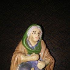 Figuras de Belén: ANTIGUA HILANDERA. Lote 172629464
