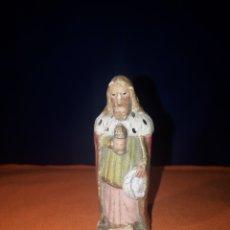 Figuras de Belén: PRECIOSA FIGURA REY GASPAR MUY ANTIGUO DE BARRO O TERRACOTA Y (NIÑO JESÚS LEER DESCRIPCION). Lote 176130738