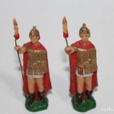Figuras de Belén: ANTIGUAS FIGURA DE BELEN 2 SOLDADOS ROMANOS - DESCONOZCO SU FABRICANTE - AÑOS 60. Lote 176776679