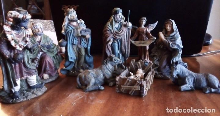 REYES MAGOS, SAN JOSÉ, LA VIRGEN, NIÑO JESÚS EN PESEBRE, ARCANGEL, MULA Y BUEY. TERRACOTA O RESINA (Coleccionismo - Figuras de Belén)