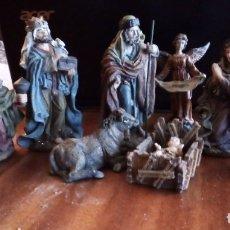 Figuras de Belén: REYES MAGOS, SAN JOSÉ, LA VIRGEN, NIÑO JESÚS EN PESEBRE, ARCANGEL, MULA Y BUEY. TERRACOTA O RESINA. Lote 177713812