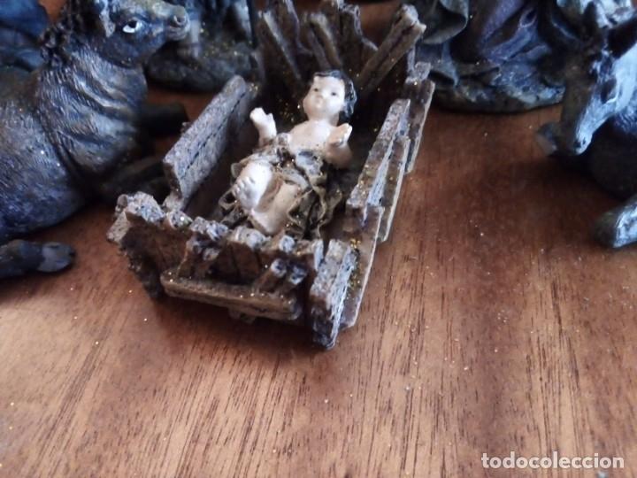 Figuras de Belén: Reyes Magos, San José, La Virgen, Niño Jesús en pesebre, Arcangel, Mula y Buey. TERRACOTA O RESINA - Foto 2 - 177713812