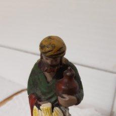 Figuras de Belén: ANTIGUA FIGURA DE BELEN EN TERRACOTA ORTIGAS. Lote 177948632