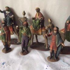 Figuras de Belén: ANTIGUOS REYES MAGOS Y PAJES EN BARRO MURCIANO, MIRETE. Lote 178346710