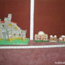 Figuras de Belén: LOTE 4 PLASTICO PECH CASTILLO Y CASAS ARABES DIFERENTES BELEN NACIMIENTO APROX 1970. Lote 178577306