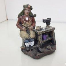 Figuras de Belén: FIGURA DE RESINA HUECA IDEAL PARA BELÉN ZAPATERO DE 10 CM. Lote 180858592