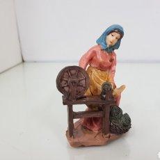 Figuras de Belén: MUJER CON LA RUECA IDEAL PARA BELÉN FABRICADA EN HUÉRCAL DE 9 CM DE ALTO. Lote 180859022