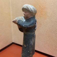 Figuras de Belén: ANTIGUO PAJE, IMAGEN DE PESEBRE O NACIMIENTO, EN TERRACOTA, PROCEDE DE OLOT, 8,5CMS. Lote 182019577