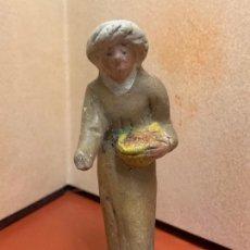 Figuras de Belén: ANTIGUO PAJE, IMAGEN DE PESEBRE O NACIMIENTO, EN TERRACOTA, PROCEDE DE OLOT, 8,5CMS. Lote 182020002
