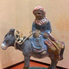 Figuras de Belén: ANTIGUO PAJE EN BURRO, IMAGEN DE PESEBRE O NACIMIENTO, EN TERRACOTA, PROCEDE DE OLOT, 9,5CMS. Lote 182020300