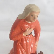 Figuras de Belén: FIGURITA DE BELEN ANTIGUA BARRO PASTORA CON LEÑA . Lote 182261700