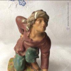 Figuras de Belén: FIGURA ANTIGUA DE NACIMIENTO EN TERRACOTA POLICROMADA, ALTURA 8,5 CM. Lote 182279950