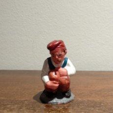 Figuras de Belén: ANTIGUA FIGURA DE BELÉN EN PLASTICO - CAGANER - VER FOTOS. Lote 182794866