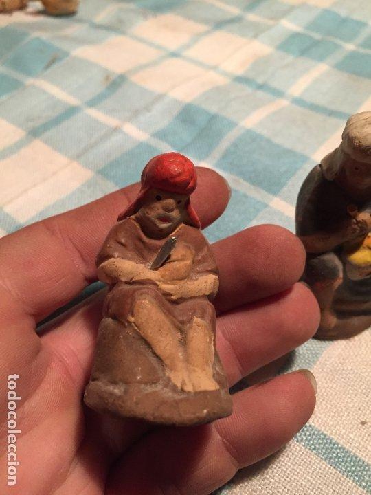 Figuras de Belén: Antiguas 2 figura / figuras de Belén de Pastores al lado de la Hoguera de barro años 40-50 - Foto 3 - 183291592