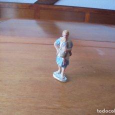 Figuras de Belén: ANTIGUA FIGURA DE PLÁSTICO, AÑOS 70, PARA PORTAL DE BELÉN: GAITERO. Lote 183527080
