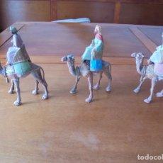 Figuras de Belén: LOTE DE ANTIGUAS FIGURAS DE PLÁSTICO, AÑOS 70, PARA PORTAL DE BELÉN: REYES MAGOS CON CAMELLOS. Lote 183529452