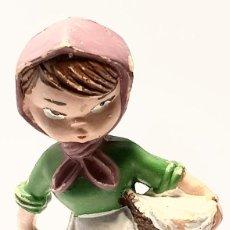 Figuras de Belén: FIGURA PESEBRE, PASTORA CABEZONES AÑOS 70. Lote 143907746