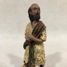 Figuras de Belén: FIGURA DE PASTOR CON CABRITO EN RESINA. Lote 184099532