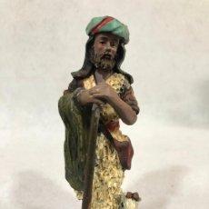 Figuras de Belén: FIGURA DE PASTOR CON CABRA EN RESINA. Lote 184099757
