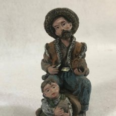 Figuras de Belén: FIGURA DE PASTOR CON NIÑO. Lote 184103822
