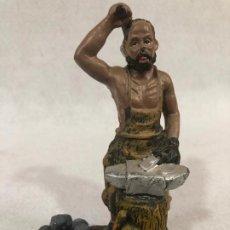Figuras de Belén: FIGURA DE HERRERO. Lote 184104778