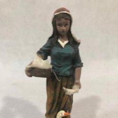 Figuras de Belén: FIGURA DE CAMPESINA CON PATOS. Lote 184111906