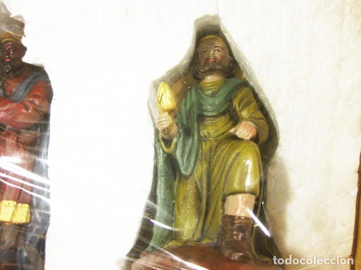Figuras de Belén: Figuras de barro para nacimiento de 12 cm. Reyes Magos adorando. Artesanía M. Amo. Murcia. - Foto 3 - 218757923