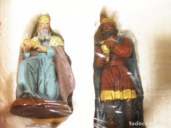 Figuras de Belén: Figuras de barro para nacimiento de 12 cm. Reyes Magos adorando. Artesanía M. Amo. Murcia. - Foto 2 - 218757923