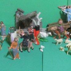 Figurines pour Crèches de Noël: LOTE DE 34 FIGURAS DE BELEN MACIZAS, EN PLASTICO DURO + UN PUENTE Y UN PORTAL AÑOS 70. Lote 187199707