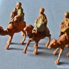 Statuine di Presepe: 3 REYES MAGOS A CAMELLO DE PALSTICO - ALTURA TOTAL 9 CM APROX - REY MELCHOR GASPAR BALTASAR - BELEN. Lote 187309106