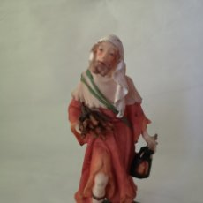 Figuras de Belén: HOMBRE CON LEÑA Y FAROL. FIGURA DE BELÉN, PESEBRE, NACIMIENTO. MEDIDA APROX 15 CM.. Lote 187435147