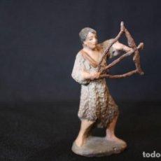 Figuras de Belén: EXTRAORDINARIO PASTOR CON ARCO, DE PESEBRE, BELEN .TERRACOTA O BARRO. Lote 190214190