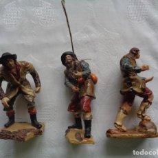 Figurines pour Crèches de Noël: 3 ANTIGUAS FIGURAS DE BELÉN DE LA MISMA HORNADA. FINO MODELADO.13 Y 12,5 CM. . Lote 192680870