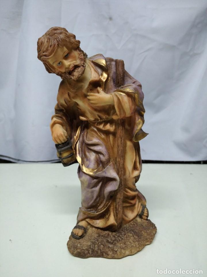 Figuras de Belén: Nacimiento compuesto por 12 figuras fabricadas en resina. Entre 10 y 30 cm altura aprox. cada figura - Foto 4 - 194405400