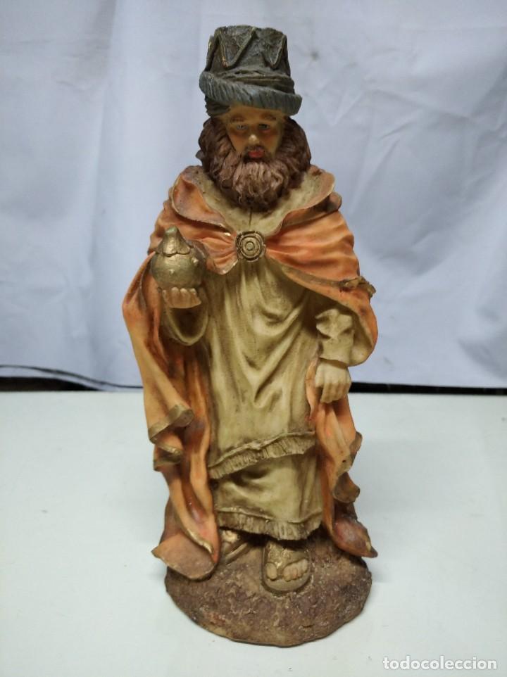 Figuras de Belén: Nacimiento compuesto por 12 figuras fabricadas en resina. Entre 10 y 30 cm altura aprox. cada figura - Foto 7 - 194405400