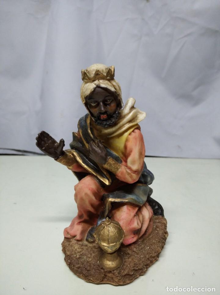 Figuras de Belén: Nacimiento compuesto por 12 figuras fabricadas en resina. Entre 10 y 30 cm altura aprox. cada figura - Foto 9 - 194405400