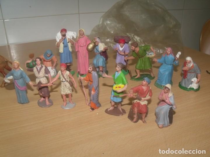 Figuras de Belén: BONITO LOTE 30 PIEZAS, FIGURAS BELÉN, PLÁSTICO, AÑOS 70, OLIVER Y OTROS - Foto 3 - 194887528