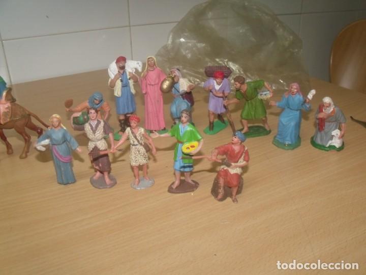 Figuras de Belén: BONITO LOTE 30 PIEZAS, FIGURAS BELÉN, PLÁSTICO, AÑOS 70, OLIVER Y OTROS - Foto 5 - 194887528