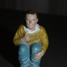 Figuras de Belén: FIGURA DE BELÉN DE BARRO *CAGANER* (7,5 CM ALT X 3 BASE). INF. 2 FOTOS DESCRIPTIVAS.. Lote 195389527
