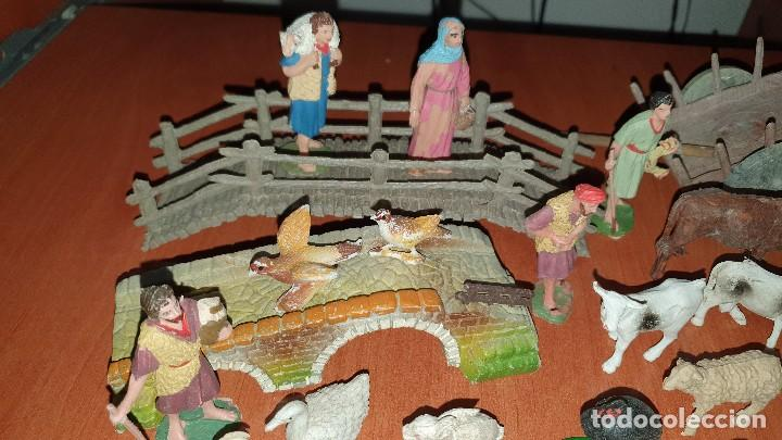 Figuras de Belén: Lote de figuras de plastico antiguas de belen, tipo pech, reamsa - Foto 2 - 195448553