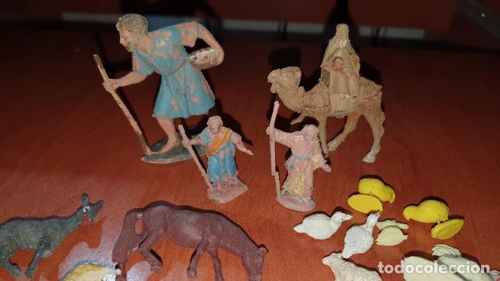 Figuras de Belén: Lote de figuras de plastico antiguas de belen, tipo pech, reamsa - Foto 9 - 195448553