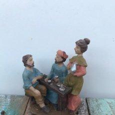 Figuras de Belén: FIGURAS BELÉN ALDEANOS TOMANDO TE EN RESINA. Lote 195677980