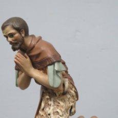 Figuras de Presépios: PASTOR ADORANDO AL NIÑO. FIGURA DE BELEN. OLOT. GRANDE. Lote 207434342